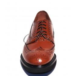 Scarpe allacciate stile maschile color biscotto